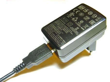 Cargador Micro-USB de viaje (Reino Unido, Europa continental, Estados Unidos, Canadá, Brasil, México, Australia, Nueva Zelandia etc.) Uso en todo el mundo - zócalo de escritorio cargador - adaptador de corriente para todos los dispositivos Micro USB: Móviles BLACKBERRY, HTC, GOOGLE, HUAWEI, LG, MICROSOFT/NOKIA, MOTOROLA, SAMSUNG, Window Phone, ASUS ZENPAD