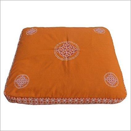 Meditationsmatte Zabuton Extra Dicke Meditationsmatte für mehr Komfort bei langem Meditieren 80 cm x 70 cm x 7 cm (Krishna Saffron)