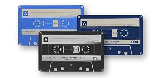 Dakota Set de 2 Serviettes en Silicone Design Cassette. 45 x 28 cm 1 Set de 2 pièces.