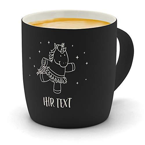 printplanet - Kaffeebecher mit eigenem Text graviert - SoftTouch Tasse mit Wunschtext - Matt-gummierte Oberfläche - Farbe Schwarz - Motiv: Einhorn
