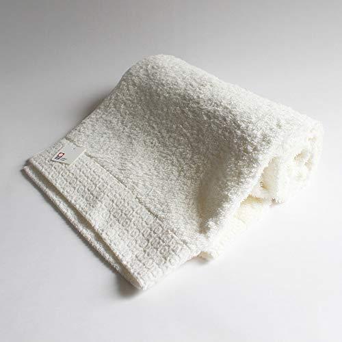 高品質の今治タオルが誇る上質な質感が人気のバスタオル「kontex(コンテックス)」。日本を代表するタオルで知られる今治タオルのバスタオルは、見た目には薄めの素材ですが、拭き心地はふんわり。