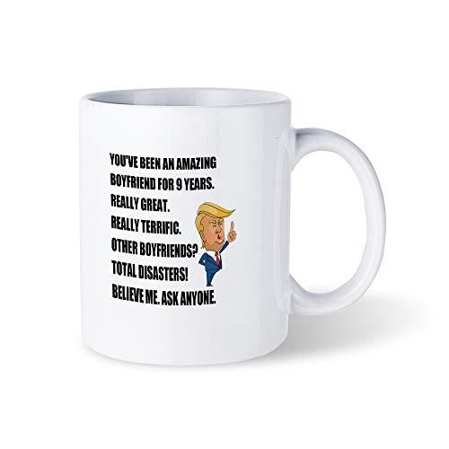Taza de café divertida fantástica para novio de 9 años, regalo del 9 aniversario de novio Trump, 9 años juntos con él, 11 onzas