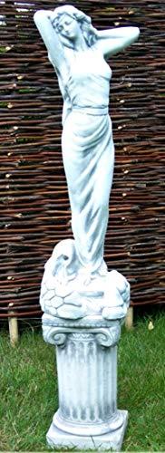 Deko Garten Figur Statue Frau als Wasserspeier auf ionischer Säule als Satz Skulptur aus Beton Gesamthöhe 101 cm