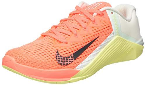 Nike WMNS Metcon 6, Chaussure de Piste d'athltisme Femme, BRT Mango DK Smoke Grey Barely Green Lt Zitron Pale Ivory, 40.5 EU