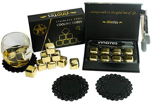 VinoYes Whisky Steine in Gold mit UNTERSETZER – 8 Wiederverwendbare Kühlsteine als Geschenk-Set in edler Verpackung | Mit Zange + Beutel - Edelstahl Eiswürfel für Gin, Cocktails.