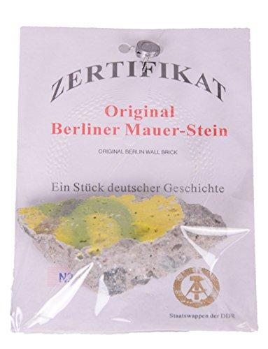 Originele Berlijnse muursteen met echtheidscertificaat Souvenir in doorzichtige zak.