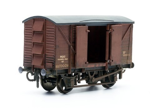 Dapol Model Railway 10T Ventilated Meat Wagon Plastic Kit - OO Scale 1/76 by Dapol
