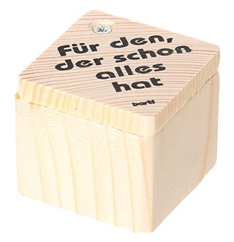 Chapa con texto en alemán 'Ich habe alles'.