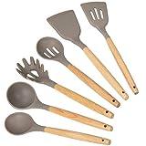 mDesign Set da 6 utensili da cucina in bambù e silicone – Accessori cucina con foro per appenderli – Kit utensili cucina con mestoli, spatola, forchettone per spaghetti, ecc. – marrone e grigio