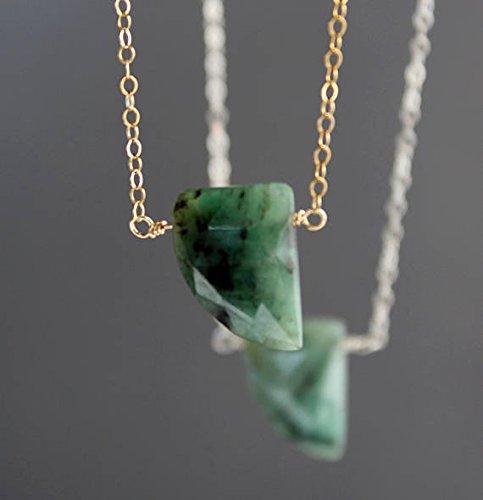 Collar de esmeralda, gargantilla esmeralda, collar de esmeralda con forma de cuerno, esmeralda auténtica, esmeralda cruda, collar de piedras preciosas, colgante de 11 x 15 x 3 mm