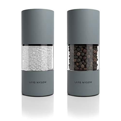 LARS NYSØM Salz und Pfeffer Mühlen aus Edelstahl 2 Stück mit einstellbarem Keramik-Mahlwerk I Design Gewürzmühlen Set Manuell (2er Set)