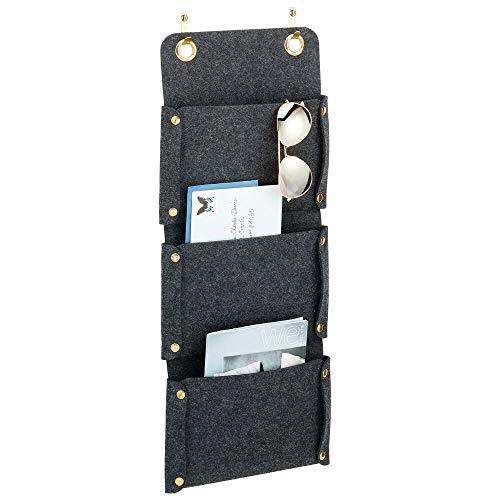 mDesign Práctica estantería de tela para colgar – Organizador de puerta con 3 bolsillos colgantes – Organizador colgante de fibra sintética transpirable para las puertas – gris oscuro/dorado