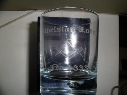 Vaso de Whisky Masónicos grabado Lodge nombre/número y Cuadrado/brújula, en caja de regalo