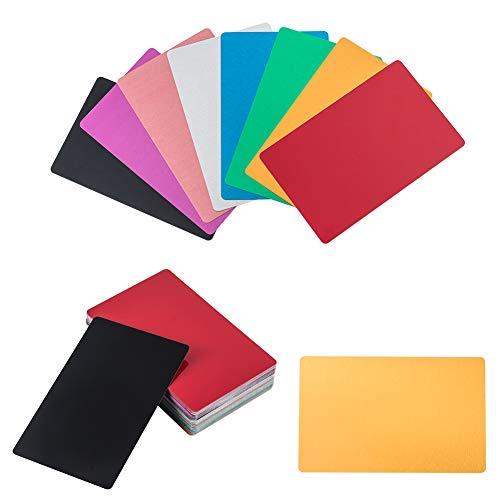 NBEADS Tarjeta de Visita de Metal de 8 Colores, 96Pcs 8.6x5.4cm Aluminio En Blanco DIY Tarjeta de Visita Grabada con Láser Placa de Señal para la Oficina de la Casa