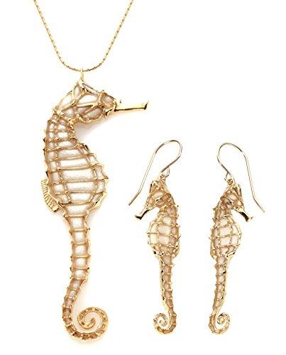 Joyas del mar en color perla - Conjunto de collar y aretes en oro con caballito de mar - Dijes de la suerte en arcilla polimérica millefiori - Regalo romántico para ella