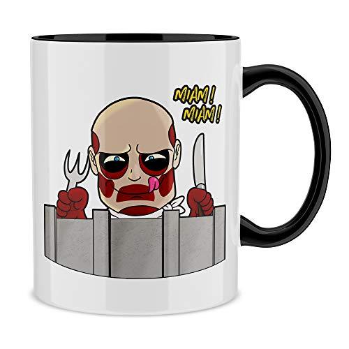 Okiwoki Mug Noir L'attaque des Titans parodique Le Titan Colossal : A Table !! (Parodie L'attaque des Titans)