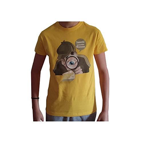 Camiseta Unisex Caricatura Sherlock Holmes. Camiseta con Fondo Amarillo 100% algodón realizada con serigrafía Digital. Disponible Tallas Desde la S hasta XXL (XL)