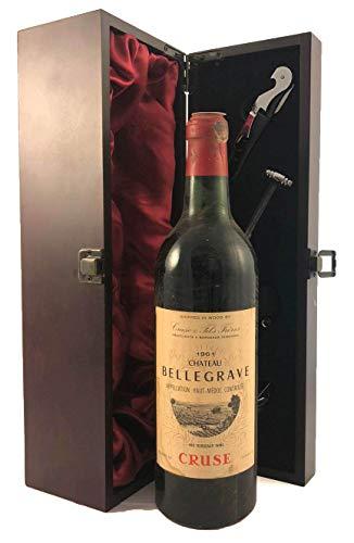 Chateau Belgrave 1961 Grand Cru Classe Haut Medoc in einer mit Seide ausgestatetten Geschenkbox, da zu 4 Weinaccessoires, 1 x 750ml