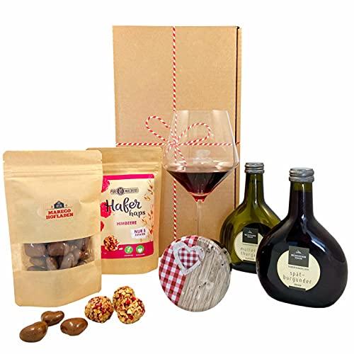 Geschenkset Würzburg | Hofladen Geschenkkorb mit Rotwein, Weißwein & Feinkost Spezialitäten | Wein und Schokolade Präsentkorb für Frauen & Männer