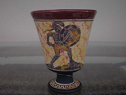 Copa justa de Pitágoras con dibujo de espartano combatiendo pintado a mano en el exterior