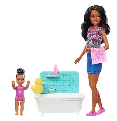 Barbie FXH06 - Skipper Babysitters Inc. Puppen und Babysitting Bad Spielset, mit schwarzen Haaren, Puppen Spielzeug und Puppenzubehör ab 3 Jahren