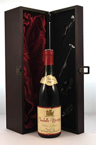 Chambolle Musigny 1962 (1/2 Bottle) en una caja de regalo forrada de seda con cuatro accesorios de vino, 1 x 375ml