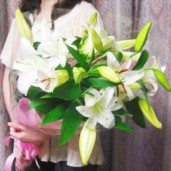 花with-heart大輪カサブランカなどオリエンタル百合1本に4〜5輪3本12輪以上の花束