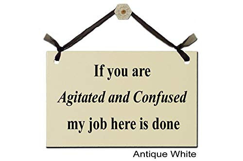 Carteles de madera con texto en inglés «If you are Agitated and Confused my job here is done