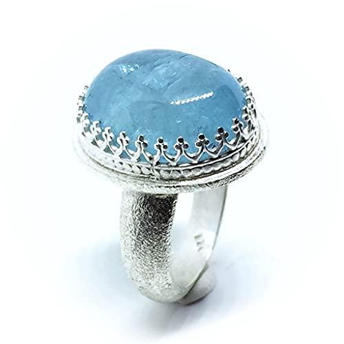 Extraordinario anillo con hipnótica y brilllante Aguamarina ovalada natural color Azul mar profundo de medidas 20 mm x 14 mm y 19.50 quilates. Anillo.