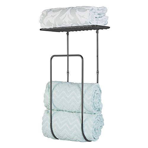 mDesign moderner Handtuchhalter für das Badezimmer – großer Wandregal Handtuchständer aus Metall – ideal für Badzubehör wie Handtücher, Waschlappen und Co. – einfache Montage – mattschwarz