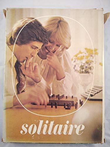 Solitaire (Holzbrett mit Gravur und Holzsteine mit Ledersäckchen)[Denkspiel].
