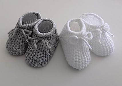 2 pares de botines de punto gris y blanco para recién nacidos