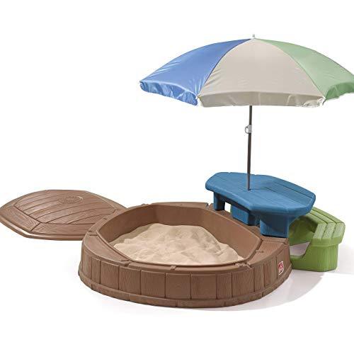 Step2 Play & Summertime Playcenter Sandkasten mit Deckel, Sitzbank & Sonnenschirm| Kunststoff Sand Kasten mit Abdeckung für Kinder