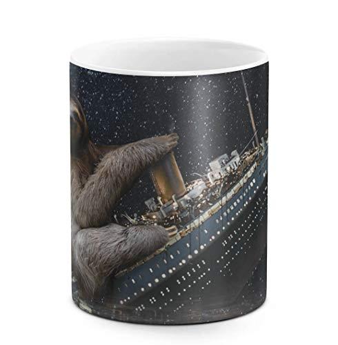 DODOX Kaffee-und Tee Tasse aus Keramik, 325 ml Sloth Rides Sinking Titanic, weiß, Geburtstag, einzigartige Geschenkidee, lustiges