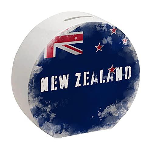 Spardose mit Neuseeland-Flagge im Used Erscheinungsbild - Sparschwein für Urlauber eine schöne Sparbüchse mit der neuseeländischen Nationalflagge verziert um auf die Reise nach Neuseeland zu sparen