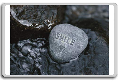 Rock met de Word Smile in Rushing Water - illustratie koelkast magneet
