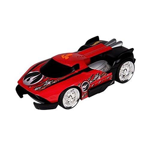 Hot Wheels coche con luz y sonido según avanza se expande y enseña los motores Black Maelstrom