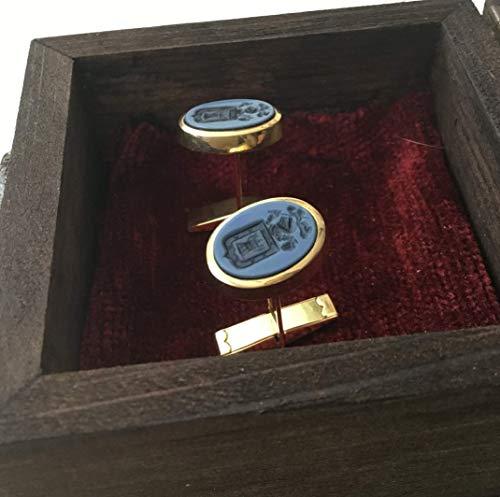 Gemelos de oro con el Escudo heráldico grabado en agata