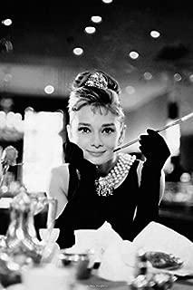 Póster Audrey Hepburn - breakfast , Las mejores fotografías con colores brillantes. Calidad garantizada., 61 x 91,5 cm