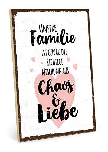 TypeStoff Holzschild mit Spruch – Familie, Chaos, Liebe – im Vintage-Look mit Zitat als Geschenk und Dekoration zum Thema Zuhause und Zusammenhalt (M - 19,5 x 28,2 cm)