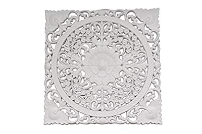 Mandala tallado de madera Medidas: 40 cm x 40 cm En color blanco Con anclajes en ambos lados que pueden cambiarse