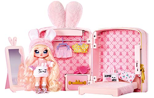 NA ! NA Überraschung, Rucksack 3-in-1 mit 1 Puppe, Limitierte Edition, weich 20 cm, Tasche umbaubar in Schlafzimmer, Accessoires, Möbel, Modekleidung, Spielzeug für Kinder ab 3 Jahren, NAA04