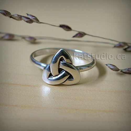 Celtic triangle ring, triangle ring, sterling silver, celtic knot ring, Infinity knot, celtic ring, silver ring, celtic jewelry, triangle ring, bague celtique, Jewelry by Katstudio