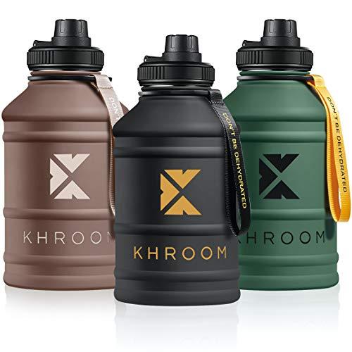 Khroom® Edelstahl Trinkflasche Sport - Kohlensäure geeignet & bruchfest - BPA freie Edelstahlflasche 1 L - 2 L große Fitness Wasserflasche XXL Water Jug Water Bottle Sportflasche (Braun 1.3)