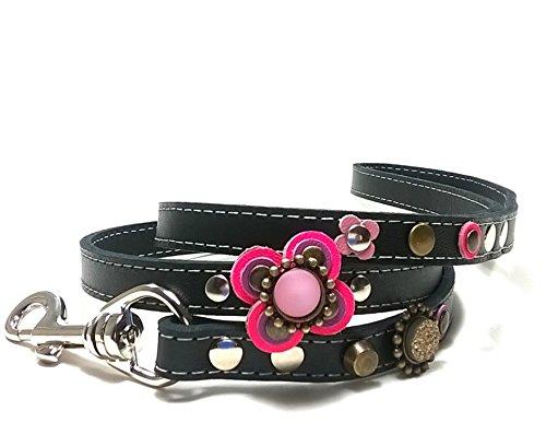 Superpipapo Leder Hundeleine in Style, Handmade Schwarz Passendes Design, 1m und 8 cm, (108 cm), Luxus Design mit Großer Ausgefallenen Blum Rosa Lila Violett