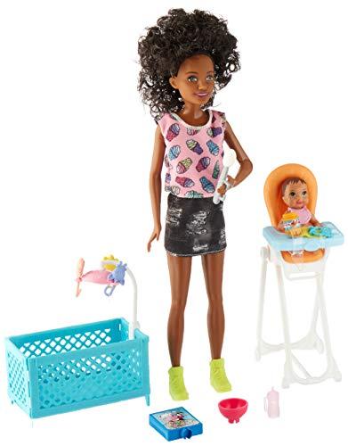 Barbie FHY99 Skipper babyzitters poppen en hoge stoel speelset (zwart haar)