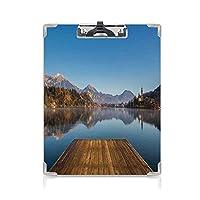 クリップボード A4 アート かわいい画板 山の風景のある川沿いの古いデッキ A4 タテ型 クリップファイル ワードパッド ファイルバインダー 携帯便利村の田舎の風光明媚なプリントの秋 ブルーグリーンブラウン