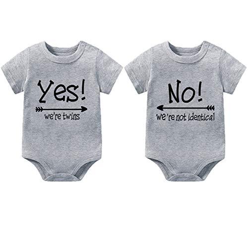 """Body para bebé para niños y niñas, unisex, manga corta, diseño con texto en inglés """"Yes We are Twins No We are Identic"""" - Gris - 9-12 meses"""
