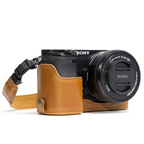 MegaGear Sony Alpha A6300, A6000 Ever Ready Custodia metà copertura in finta pelle per Fotocamera con Tracolla - Marrone chiaro - MG962