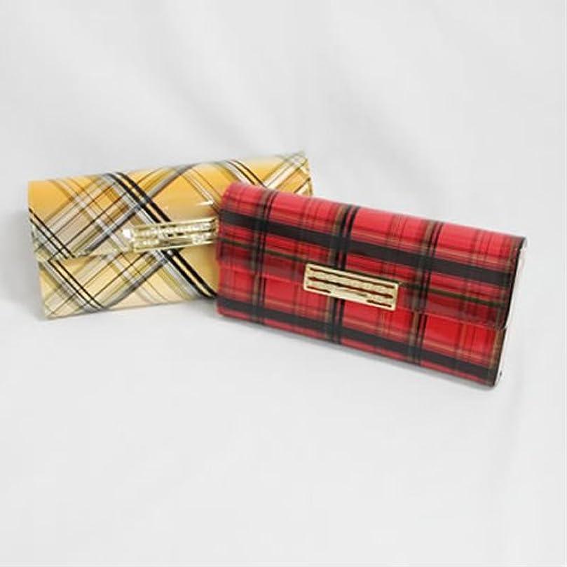 強度おなじみのプレミアムエナメル加工 チェック柄デザインの長財布